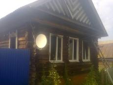 До приезда пожарных деревенские жители проливали горящий дом через окна