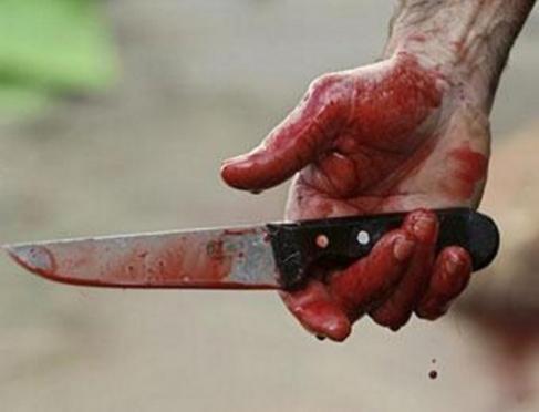 В Марий Эл 50-летний мужчина зарезав жену и сына, повесился