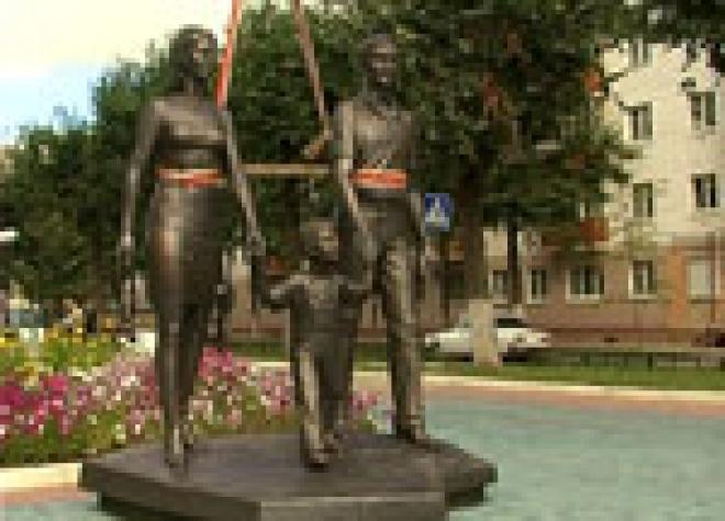 В столице Марий Эл появился памятник семье