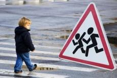 В Марий Эл двухлетняя девочка попала под колеса машины
