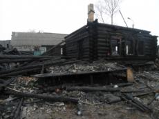 Пожар в Параньге произошел в доме, где часто собирались пьяные компании