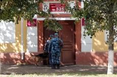 На избирательный участок № 525 электорат пойдет под конвоем