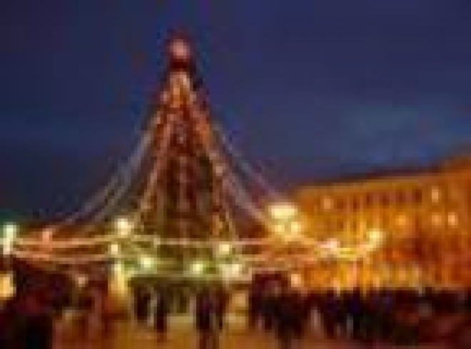 Йошкар-Ола наполняется новогодними атрибутами