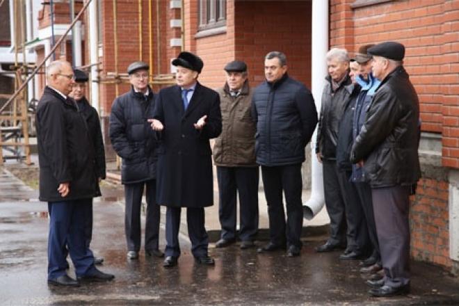Леонид Маркелов проинспектировал строительство дома для бюджетников