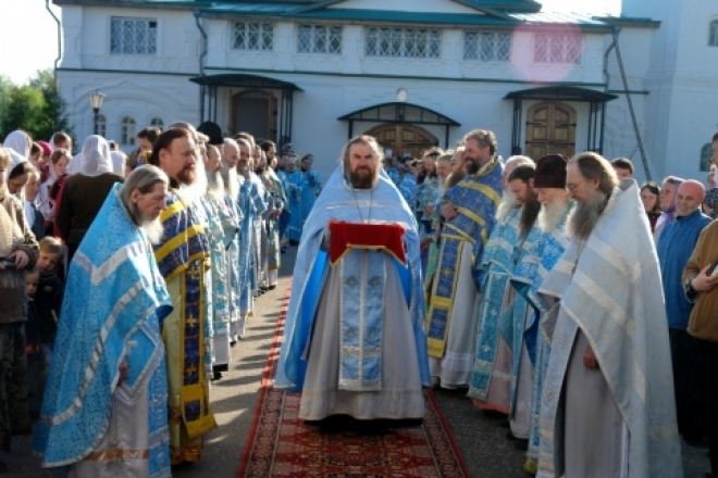 Чудотворная икона «Мироносицкая» покидает стены женского монастыря
