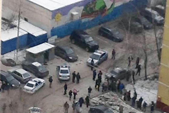 В московской школе взяли в заложники школьников