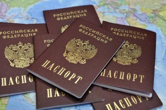 Россиян могут заставить произносить клятву при получении паспорта