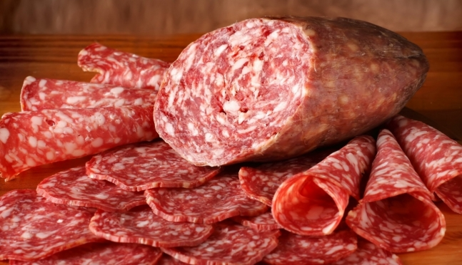 Директор магазина заплатит за тухлую колбасу 10 тысяч рублей
