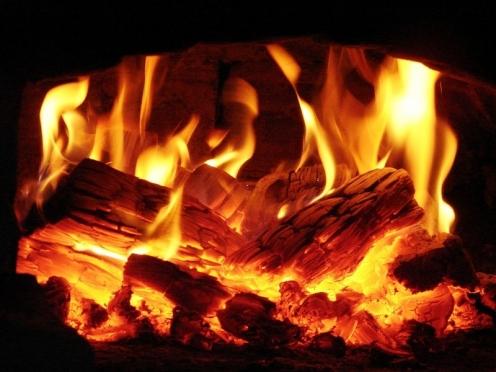 В поселке Красный Стекловар пожарные спасли от огня многоквартирный дом