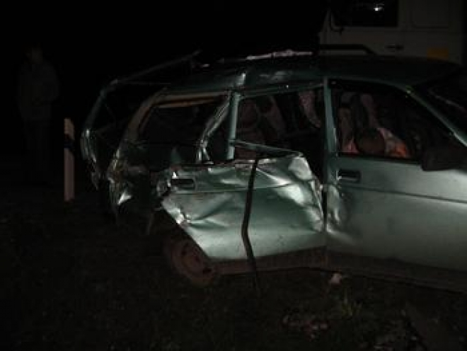 В Марий Эл «ВАЗ-2111» столкнулся с локомотивом