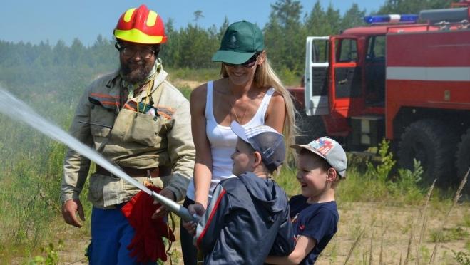 Добровольцы учились правильно тушить лесные пожары