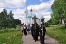 Чудотворная икона покидает монастырский придел