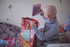Дети в больницах и интернатах ждут новогодние подарки