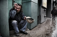 Число бедных семей в России за год выросло почти вдвое