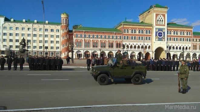 Участники парада Победы шлифуют строевую технику