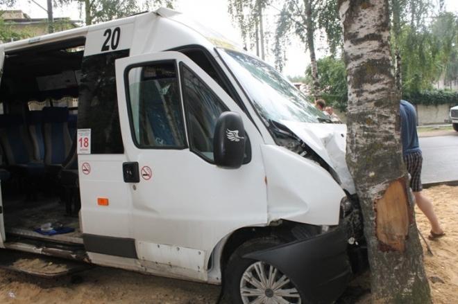 Семь человек пострадали сегодня утром в ДТП с маршруткой на Машиностроителей
