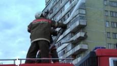 Первым на место пожара в многоэтажном доме в Йошкар-Оле прибыл расчет на 50-метровой автолестнице «АЛ-50»
