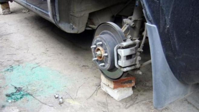 Пенсионер из Волжска остался с машиной, но без колёс, радиатора и редуктора