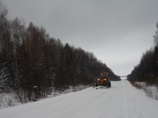 Десятки единиц автотехники чистят дороги республики ежедневно