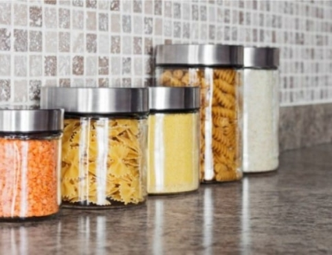 Как быстро вывести жучков на кухне: главные правила