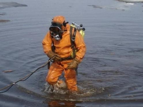 Водолазы подняли тело второго рыбака