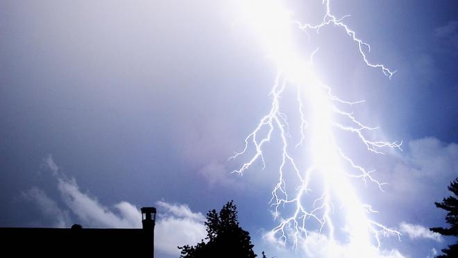 В Йошкар-Оле молния ударила в девушку