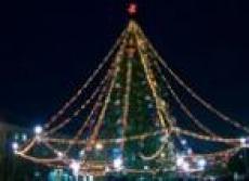 Главную новогоднюю ель Йошкар-Олы в этом году украсят новыми электрогирляндами