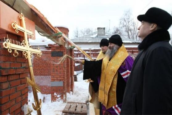 Над новыми православными храмами в Йошкар-Оле появляются купола