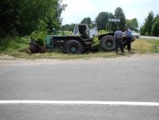 В Марий Эл пьяный тракторист опрокинул Т-150 в кювет