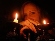 Женщина пыталась спрятаться от огня в подполье
