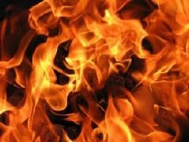 Три человека спаслись на пожаре в Марий Эл, покинув горящий дом через окно