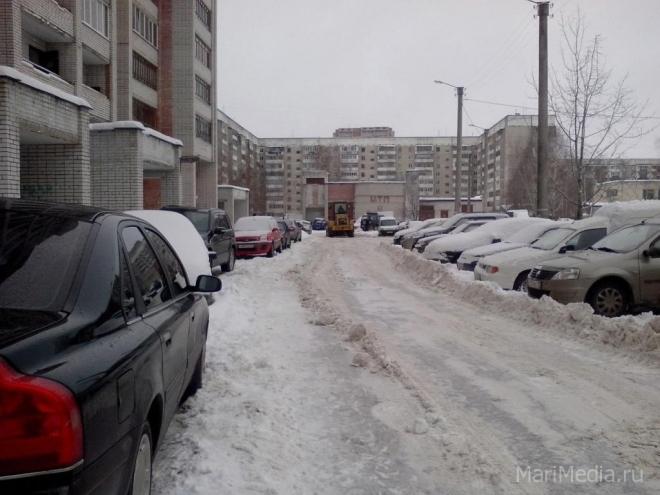 Снегоуборочная техника не успевает убирать снежные заносы