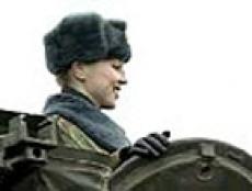 Понимание проблем тяжёлой мужской армейской жизни среди йошкаролинок постепенно растёт
