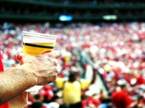 Спиртное могут вернуть в вузы, больницы и на стадионы