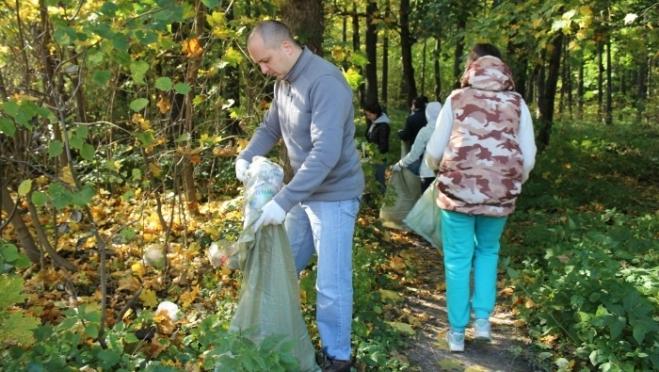 Мэр Йошкар-Олы в день своего рождения вышел убирать город от мусора