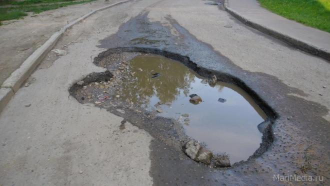 Коммунальные службы заставят оперативно заделывать ямы на дорогах