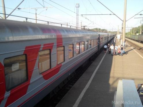 Пригородные поезда переводят на праздничный график работы