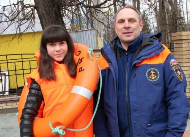 Спасатели привлекли внимание горожан к проблеме безопасности жизнедеятельности