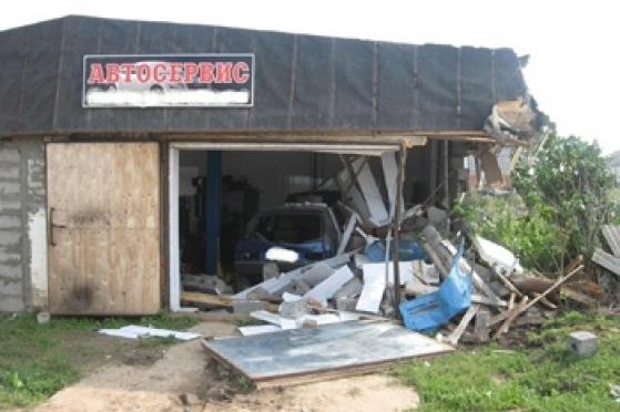 В Марий Эл трактор врезался в здание автосервиса