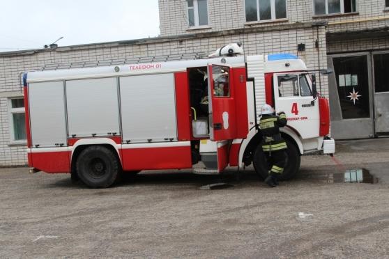 Пожарные Йошкар-Олы брошены на тушение автомобиля