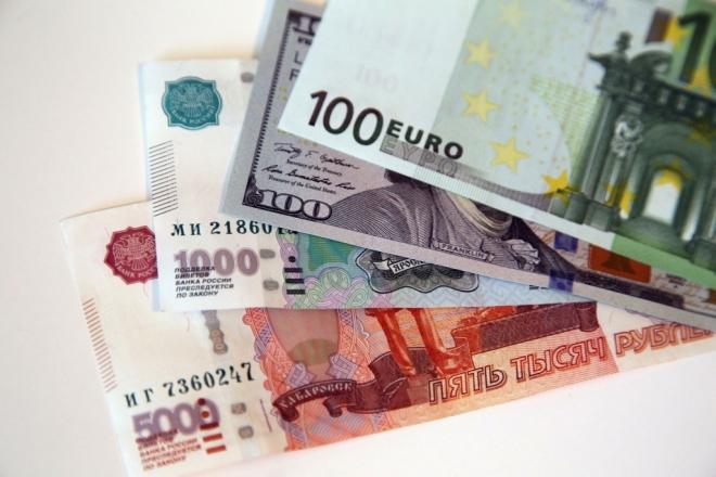 Доллар преодолел отметку 73 рубля, евро — 80