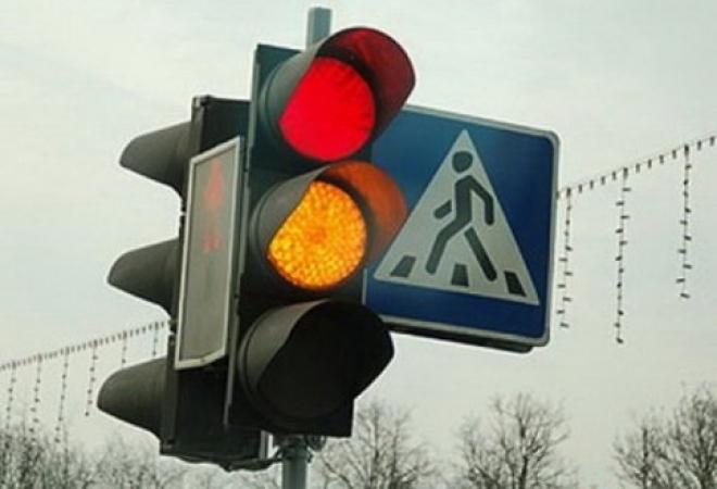 Нетрезвый пешеход в Йошкар-Оле бросился на капот «Приоры»