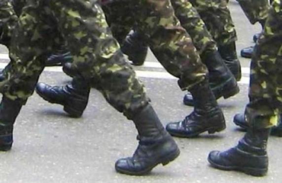 Военкомовские будут работать с призывниками по телефону