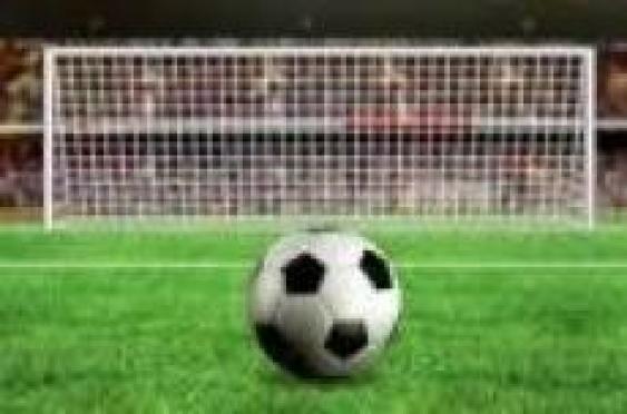 В матче лидеров чемпионата республики по футболу победили «нефтяники»