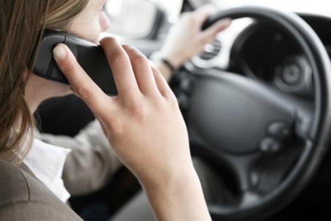 За телефонные беседы за рулем будут лишать прав? (Марий Эл)