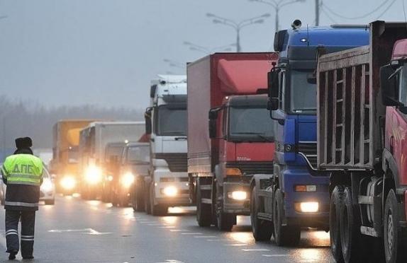 Депутаты предлагают оставить в покое большегрузы до 2017 года