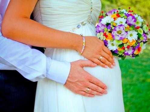 В России предлагают запретить ранние браки