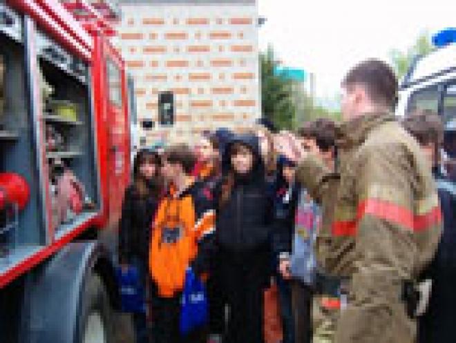 Пожарные Марий Эл провели сегодняшний день в средней школе №10 и детском саду «Калинка»