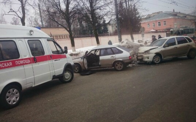 Субботнее утро в Йошкар-Оле началось с ДТП
