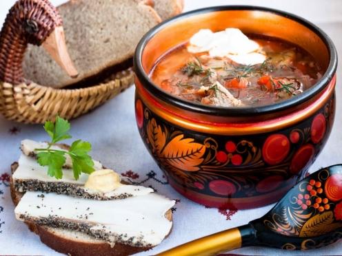 Рестораны и кафе хотят перевести на русскую кухню